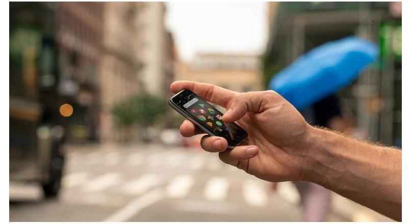 Kredi Kartı Boyutunda Telefon Palm Satışta!
