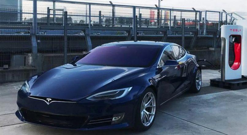 Tesla Araçlar İçin Sıra Dışı Bir Güncelleme
