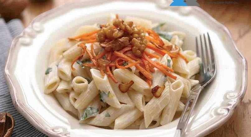 Havuçlu ve ıspanaklı soslu makarna
