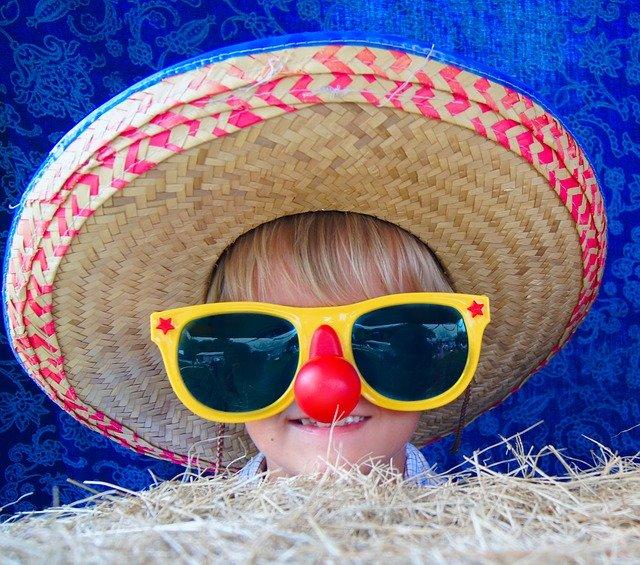 çocuklar içingüneş gözlüğü alırken neye dikkat etmeli