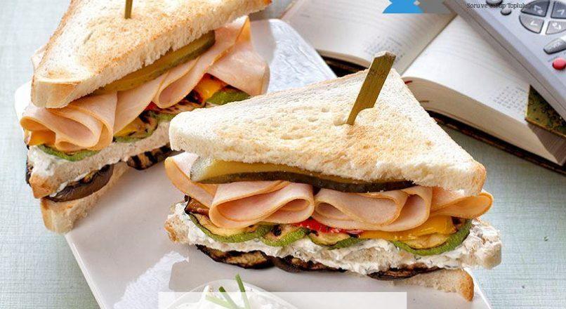 Hindi fümeli ve sebzeli sandviç